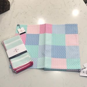 NWT!  Vineyard Vines cloth placemats and napkins.